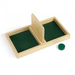 Briefkasten-Brett mit einem Ball